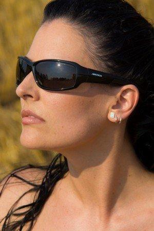 Polarizált lencsékű napszemüveg dokuból